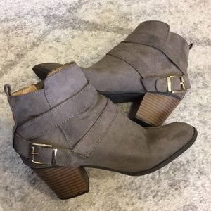 EXPRESS Heeled Ankle Booties - Grey Taupe Suede 7